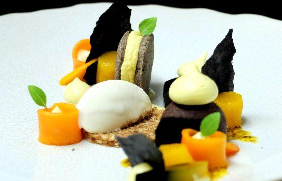 Weiße Schokolade / Schwarze Olive / Ananas / Mango