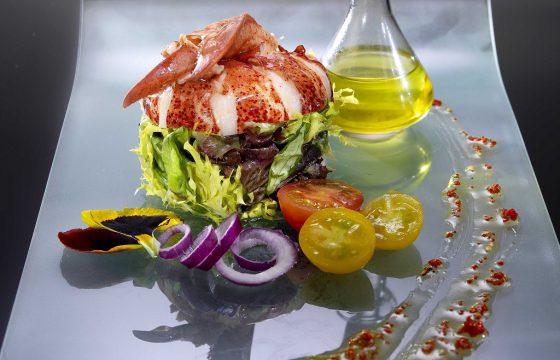 Hummersalat mit Limetten-Safran-Vinaigrette